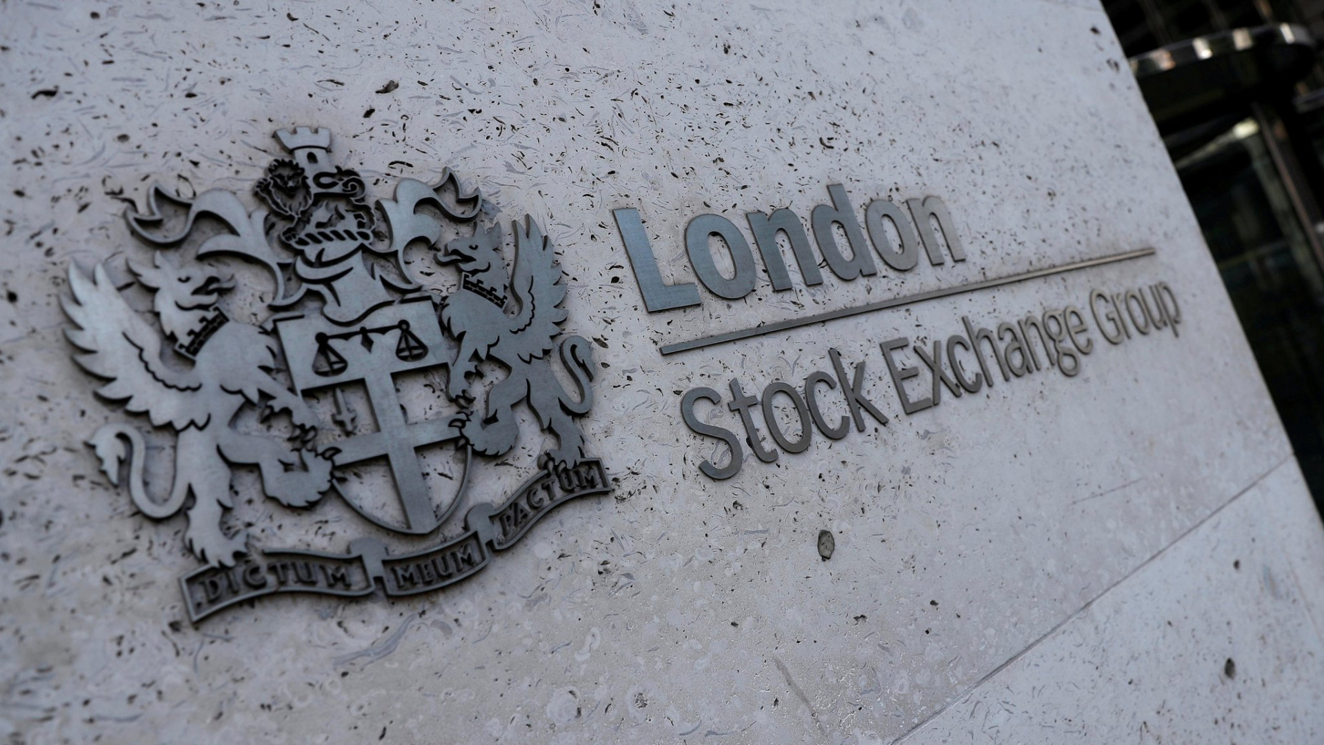 FTSE 100 jumps on boost from miners, banks